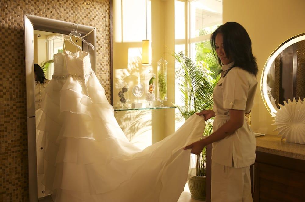 wedding attendant