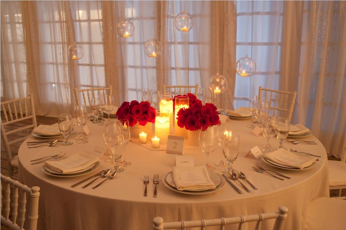 red-tablescape-romantic